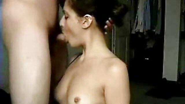 Rena sexo gratis español latino Kousaki pone vibrador en las tetas y el coño