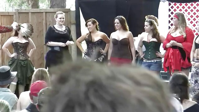 Follando a la adorable abuela Clare en un video porno hentai español latino sin censura